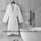 Robe longue de corail blanche brodée confortable superbe d'ouatine d'hôtel de logo