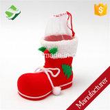 Natale di natale che si affolla il piccolo sacchetto del regalo della caramella dei calzini rossi dei caricamenti del sistema per l'inverno dei capretti