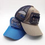 アップリケパッチが付いている洗浄された使い古した6つのパネルのデニムの網のトラック運転手の帽子
