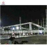 Braguero de la etapa de diseño del braguero de la azotea del concierto con las torres del PA del altavoz
