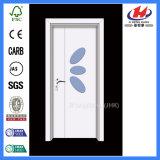 El interior de PVC corrediza puerta de madera