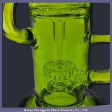 Hellgrüne Bienenwabe überlagertes Filtration-rauchendes Wasser-Rohr