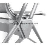 Tipo silla del metal del aeropuerto para los asientos de la terminal de viajeros en Arean que espera público