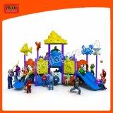Espiral colorida deslize crianças parque ao ar livre