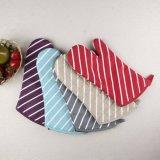 I guanti mezzi del forno della cucina, guanti professionali del forno per uso della cucina con il reticolo della banda hanno stampato