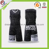100% uniformes de encargo sublimados poliester del baloncesto de Camo de diseños