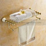 Новое запущенное золотистое вспомогательное оборудование ванной комнаты