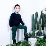 차가운 겨울 소년을%s 입어 신생 옷 아이들의 아이