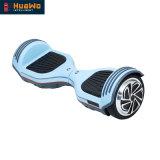 Individu équilibrant le scooter électrique de 6.5 pouces pour l'adulte