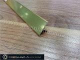 L'alluminio profila la disposizione delle mattonelle di transizione di figura di T per la decorazione della parete con colore dell'oro