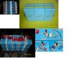 Allenamenti di plastica di nuoto della boa di tiro che danno dei calci alla scheda