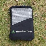 De snelle Drogende Handdoek van het Strand van de Reis van Sporten Microfiber met de Zak van het Netwerk