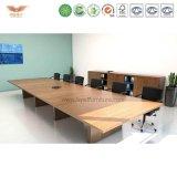 Moderner Konferenztisch, gebogener Sitzungssaal-Tisch, Versammlungstisch