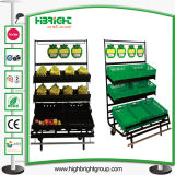 Affichage de la banane de supermarchés de légumes avec de la banane Le bac de rack