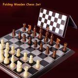 Insieme di scacchi esterno con il gioco di scacchi di legno piegante della scheda di scacchi