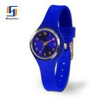 OEMのカスタムロゴのシリコーンの明るいSunrayダイヤルが付いているアナログの水晶腕時計