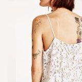 Form-Frauen reizvolles dünnes V-Stutzen Höhlung-Spitze-Beleg-Kleid