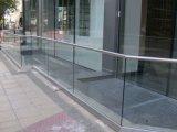 アルミニウムUの基礎靴が付いている新しいデザインガラスバルコニーの柵のガラスパネル