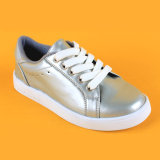 Il nuovo arrivo che d'argento classici merlettano in su scherza i pattini delle scarpe da tennis