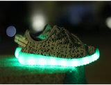 隠されたLEDスイッチデザインの2016の熱い販売の夏の子供LEDの靴
