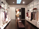 De moderne Walk-in Houten Garderobe van de Slaapkamer