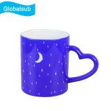 La sublimazione intaglia la tazza cambiante di colore della tazza con la maniglia di figura del cuore