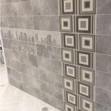 Kundenspezifische glasig-glänzende keramische glatte Innenwand-Fliese für Innendekoration