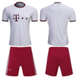 AAAのカスタム名前のタイの品質のフットボールのワイシャツの/SoccerジャージーキットおよびNo. 1PCSは出荷を解放する