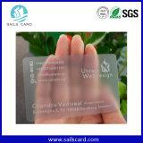 Projetar o olhar da parte através do cartão transparente do PVC