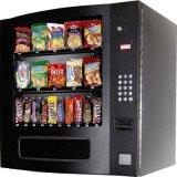 Máquina expendedora de aperitivos en el interior duradero