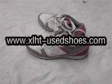 使用された女性のスポーツの靴