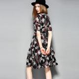 Флористическое полое платье женщин Tiere шнурка с передним отверстием треугольника