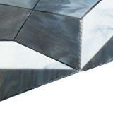 La parete materiale decorativa della costruzione copre di tegoli il mosaico di vetro bianco e grigio