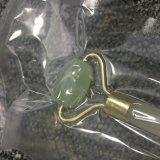 Rouleau facial tenu dans la main de massage de jade normal en gros
