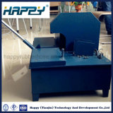 Máquina raspando da mangueira de borracha hidráulica flexível
