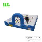 子供のスポーツのゲームとして創造的で膨脹可能な人間表のフットボール競技場