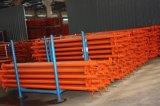 El acero apoya los tubos del sistema del andamio