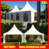 Tente blanche de chapiteau de pagoda de crête élevée avec l'étage