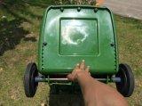 바퀴와 덮개를 가진 플라스틱 쓰레기통 /Dustbin