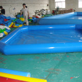 Piscina gonfiabile del PVC in estate
