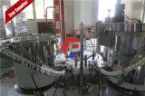 Auatomaticの精油のパッキング、こはく色のガラスビン満ちるキャッピング機械