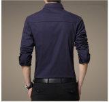 Lange Hülsen-Männer der Qualitäts-Männer im Militäruniform-Art-beiläufigen Hemd
