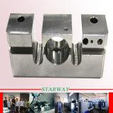 Alumínio que faz à máquina com as peças de metal de giro do CNC