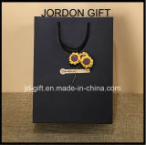 Qualité estampée faite personnalisée par coût bas sac à provisions de papier de luxe noir mat avec la fleur sèche
