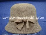 女性青の帽子のための弓が付いているウールの編まれたバケツの帽子
