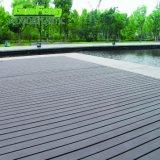 Tablier de bois composite en plastique anti-dérapant Swimmimg de jardin piscine de plein air