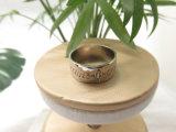 De ingelegde Van letters voorziende Vinger van de Kleur van het Witgoud van de Steen Zircon Zilveren belt voor Vrouwen