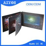 A4 A5のサイズ1024*600デジタルLCDの新年のビデオカードのパンフレット