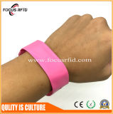 De waterdichte Beschikbare Armband RFID Van uitstekende kwaliteit van pvc met Afgedrukt Embleem