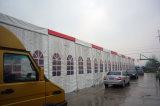 1000人は巨大なオレンジPVCが付いている屋根の玄関ひさしのイベントのテントを取り除く